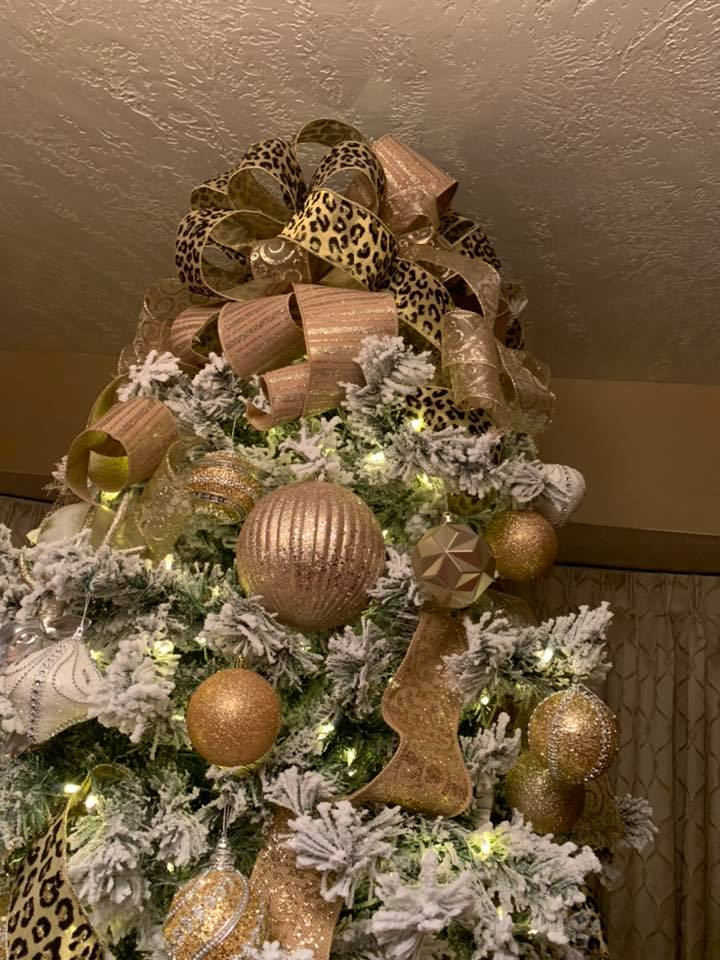 Shelly's Christmas tree creation - in gold and white